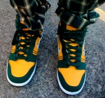 green/yellow shoes + green/yellow pants = hot look!